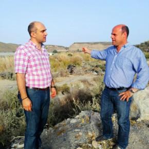 """Pedro Peña: """"Lo que el río de Adra lleva más de 40 años esperando es la muralla de contención que cedió en 1973 y sigue en el olvido"""""""