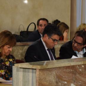 La capital tendrá su figura del defensor del ciudadano tras aprobar el pleno, por unanimidad, la iniciativa de C's Almería relativa a este asunto