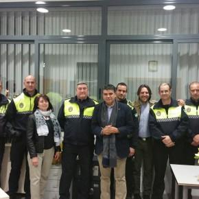 C's Almería visita el Centro de Acogida y los dispositivos especiales de Policía Local y Bomberos la última noche del año y les desea un feliz 2017