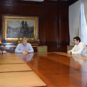Roberto Baca recibe a familiares de usuarios de la Residencia Asistida preocupados por las futuras obras en el Área de Poniente