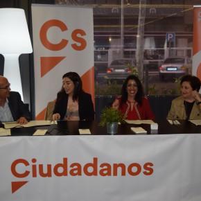 Cs Almería organiza un café ciudadano por el Día de la Mujer con el fin de concienciar de que es necesario conseguir una igualdad real y verdadera