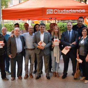 Cs Almería sale a la calle para explicar a los ciudadanos las medidas del acuerdo presupuestario con un 72% dedicadas a empleo y barrios y un 28% a gasto social y cultural