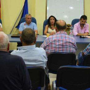 Marta Bosquet anuncia en Carboneras una PNL para que los pescadores jubilados vean rebajada su cuota de atraque tras décadas dedicados a la mar