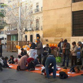 Decenas de familias participan en el Encuentro para la Iniciación a la Acuarela organizado por la Agrupación de Ciudadanos de Almería en la capital