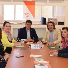 Las AMPA anuncian a Ciudadanos Almería movilizaciones para reivindicar la autogestión de sus comedores escolares