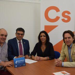 Ciudadanos Almería se suma a la recogida de firmas en defensa de la pesca de arrastre sostenible en el Mediterráneo