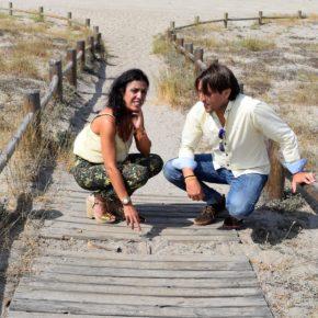 Cs Almería denuncia el estado de las pasarelas de la playa de Las Salinas de Cabo de Gata debido al abandono de la Junta de Andalucía
