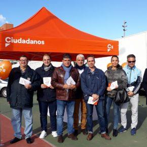Ciudadanos Almería lleva su campaña informativa sobre las consecuciones de su acción política a la zona este de la capital
