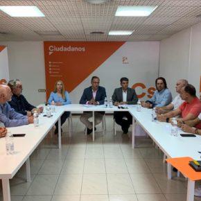"""Vicente García (Cs): """"Ya está bien de que la huerta de Europa soporte unas infraestructuras ferroviarias propias del siglo pasado"""""""