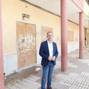 Cs pide al Ayuntamiento de El Ejido que intervenga para garantizar la limpieza de escaparates y fachadas de locales cerrados