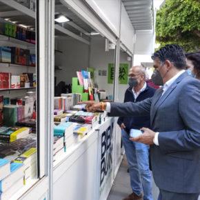 Cazorla (Cs) visita la Feria del Libro para respaldar al sector editorial almeriense